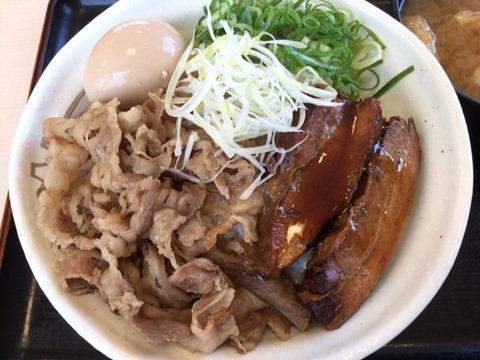 松屋沖縄ラフテー風牛と味玉の豚角煮丼