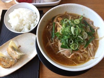 ラーメン屋ひまわり辛玉スタミナラーメンと餃子セット