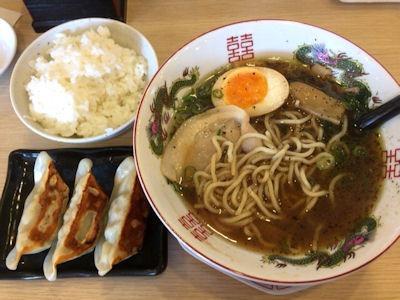 博多金龍濃厚煮干醤油ラーメンごはん金龍餃子(3個)セット