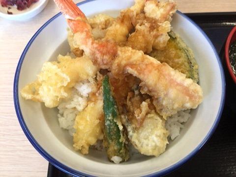天丼・天ぷら本舗さん天ずわいがにと牡蠣の天丼