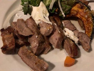 ファーマーズ・キッチン・イヌイット琉球豚肩ロースのグリル水切りヨーグルト添えサラダ仕立て